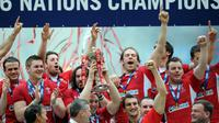 Les Gallois fêtent leur grand chelem et leur victoire dans le tournoi des Six Nations après leur victoire contre la France au Millennium stadium de Cardiff le 17 mars 2012 [Franck Fife / AFP]