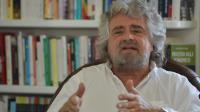 """Le comique Beppe Grillo, dirigeant du mouvement anti-partis italien """"Cinque stelle"""" (M5S), le 10 mai 2012 à Gênes [Giuseppe Cacace / AFP/Archives]"""