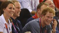 Le tabloïd The Sun, le quotidien le plus lu de Grande-Bretagne, a annoncé jeudi soir qu'il publierait dans son édition de vendredi les photos du prince Harry nu, malgré une ferme demande de la famille royale.[AFP]