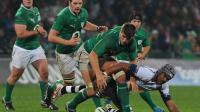 L'Irlandais Donncha O'Callaghan (au centre) lors du match contre les Iles Fidji le 17 novembre 2012 à Limerick [Artur Widak / AFP]