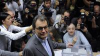 Le président de Catalogne Artur Mas vote le 25 novembre 2012 à Barcelone [Josep Lago / AFP]