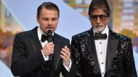 La star du cinéma indien Amitabh Bachchan (d) le 15 mai 2013 lors du lancement de la 66è édition du festival de Cannes, avec l'acteur américain Leonardo DiCaprio [Alberto Pizzoli / AFP/Archives]