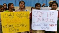 Des Indiens manifestent pour demander l'arrestation de Pascal Mazurier, accusé du viol de sa fille, à Bangalore le 18 juin 2012 [Manjunath Kiran / AFP/Archives]