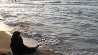 Une Iranienne sur la mer Caspienne dans le nord de l'Iran