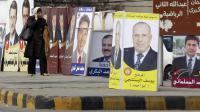 Une femme passe devant des affiches électorales, le 29 décembre 2012 à Amman, en vue des législatives de janvier [Khalil Mazraawi / AFP]
