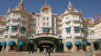 Le titre de l'exploitant de parcs de loisirs Eurodisney flambait lundi, bondissant de près de 30%, après avoir décollé vendredi, porté par des rumeurs de rachat par sa maison mère, l'Américain Walt Disney.[AFP]