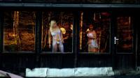 Des prostituées attendent des clients derrière une vitre, en République Tchèque [Michal Cizek / AFP/Archives]