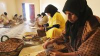 Des Marocaines écrasent des noix d'arganier, à Smimmou, dans le nord ouest du pays [Abdelhak Senna / AFP/Archives]
