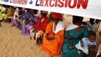Une manifestation de femmes pour demander la fin de l'excision, le 5 août 2007, dans la ville de Malicounda Bambara, à 85 km de Dakar