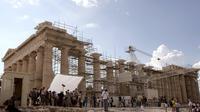 Un tournage de film devant le parthénon à Athènes [Louisa Gouliamaki / AFP/Archives]