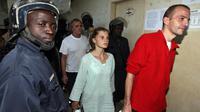 Eric Breteau, président de l'association l'Arche de Zoé (D) et  Emilie Lelouch (2ed), le 24 décembre 2007 à N'Djamena [Pascal Guyot / AFP/Archives]