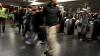Des usagers du RER à la sation Châtelet les Halles [Fred Dufour / AFP]
