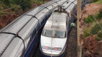 Deux jeunes filles d'une vingtaine d'années ont été grièvement blessées dans la nuit de dimanche à lundi à Menton, électrocutées par un caténaire, sur une locomotive à l'arrêt où elles étaient montées.[AFP]
