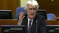 L'ex-chef politique des Serbes de Bosnie Radovan Karadzic a demandé lundi un nouveau procès à son encontre, accusant le bureau du procureur de retards dans la divulgation de documents le disculpant, a annoncé le Tribunal pénal international pour l'ex-Yougoslavie.[ICTY]
