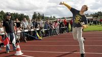 Un Finlandais de 18 ans, Ere Karjalainen, a remporté samedi le championnat du monde de lancer de téléphone portable et établi un nouveau record du monde dans cette discipline.[LEHTIKUVA]