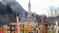 L'esplanade du sanctuaire et la basilique Notre-Dame-du-Rosaire de Lourdes dans les Hautes-Pyrénées [Eric Cabanis / AFP/Archives]