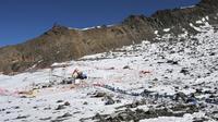 Une partie de la voûte du glacier de Tête Rousse sous lequel avait été détecté en 2010 une poche d'eau menaçant d'inonder la vallée de Saint-Gervais, s'est effondrée dans la nuit de mardi à mercredi, a-t-on appris vendredi auprès de la mairie.[AFP]