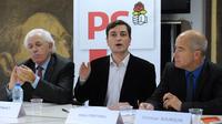 Le nouveau patron de la fédération PS des Bouches-du-Rhône, Alain Fontanel (C),  à Montpellier le 30 novembre 2011 [Pascal Guyot / AFP/Archives]