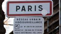 Un panneau signalant l'existence d'un réseau de caméras de vidéoprotection à Paris [Jacques Demarthon / AFP/Archives]
