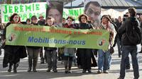 Une manifestation de soutien aux familles de deux jeunes Français disparus en Bolivie en août 2010 dans des circonstances non élucidées, a rassemblé samedi matin environ 150 personnes à Nort-sur-Erdre, près de Nantes[AFP]