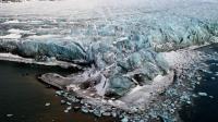 """La fonte de la banquise de l'Arctique, qui vient d'atteindre son record absolu, est """"un indicateur très visible, palpable, du réchauffement climatique"""", qui doit """"nous encourager à tout mettre en oeuvre pour stabiliser notre climat"""", a souligné le climatologue français Jean Jouzel.[SCANPIX NORWAY]"""