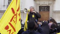 Intervention du DAL pendant une manifestation, le 30 avril 2012 à Paris [Patrick Kovarik / AFP/Archives]