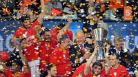 Les joueurs de l'Olympiakos fêtent leur victoire en finale de l'Euroligue face au CSKA Moscou, le 13 mai 2012 à Istanbul. [Andrej Isakovic / AFP/Archives]