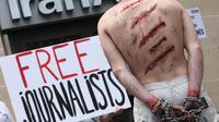 Des militants de RSF manifestent devant une agence d'Iran Air à Paris, le 10 juillet 2012 [Loic Venance / AFP/Archives]