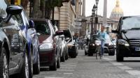 Des voitures stationnent à Paris, près de la place de la Concorde [Ana Arevalo / AFP/Archives]