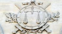 La balance et les glaives de la justice sur la façade d'un tribunal en France [Philippe Huguen / AFP/Archives]