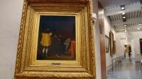 """Une personne présente le tableau de Jean Auguste Dominique Ingres, """"L'Arétin et l'envoyé de Charles Quint"""", le 26 septembre 2012 à Musée des Beaux Arts de Lyon [Philippe Desmazes / AFP/Archives]"""