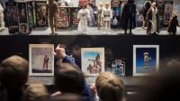 Des enfants visitent l'exposition consacrée à Star Wars au musée des arts décoratifs à Paris, le 4 octobre 2012 [Fred Dufour / AFP]