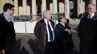 """Des membres de la famille de Védrines, victimes du """"gourou"""" Thierry Tilly, le 13 novembre 2012 à Bordeaux [Jean-Pierre Muller / AFP/Archives]"""