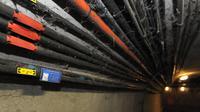 Des cables de fibre optique le 18 décembre 2012 dans les égouts de Paris [Eric Piermont / AFP/Archives]