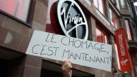 """Un salarié du Virgin Megastore de Strabourg avec une pancarte """"Le chômage c'est maintenant"""", le 9 janvier 2013 [Patrick Hertzog / AFP/Archives]"""