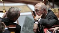 Jean-Marc Ayrault et Michel Sapin le 30 janvier 2013 à l'Assemblée nationale à Paris [Jacques Demarthon / AFP/Archives]