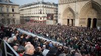 Rassemblement à l'occasion de l'inauguration des nouvelles cloches de Notre-Dame de Paris, le 23 mars 2013 à Paris [Bertrand Langlois / AFP]