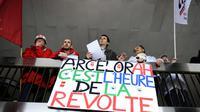 Des salariés d'ArcelorMittal lors de la réunion entre la direction et leurs représentants à Florange, le 29 mai 2013 [Jean-Christophe Verhaegen / AFP]