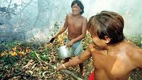 Une organisation de défense de communautés indigènes vénézuélienne a dénoncé mercredi le massacre en juillet d'environ 80 indiens de l'ethnie Yanomami par des mineurs clandestins brésiliens dans la région amazonienne du sud du Venezuela.[POOL]