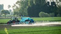 Les arrêtés anti-pesticides se multiplient en France.