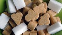 Le sucre, qui provient de la canne à sucre, est naturellement brun mais peut être blanchi, s'il est raffiné.