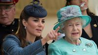 Kate Middleton et la reine Elizabeth II en 2012
