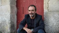 Bruno Solo narre depuis trois saisons «La guerre des trônes», une série documentaire sur France 5 désormais déclinée en beau livre.