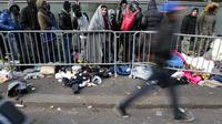 Le trottoir des 40.000, surnommé ainsi par les riverains qui estiment que plus de 40.000 personnes ont déjà dormi ici depuis deux ans, espérant un rendez-vous à la PADA du boulevard de la Villette (10e).