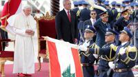 Le Pape Benoît XVI aux côtés du Président libanais Michel Sleiman lors d'une cérémonie à l'aéroport de Beyrouth le 14 septembre 2012