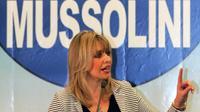 Petite-fille du dictateur italien Benito Mussolini, Alessandra Mussolini a été élue députée européenne en 2004 puis en 2014.