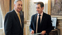 L'ancien ministre Lionel Stoléru a remis à Nicolas Sarkozy, alors président, un rapport sur l'accès des PME aux marchés publics, en décembre 2007.