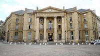 La mairie du 5e arrondissement de Paris se trouve face au Panthéon, sur la place du même nom.