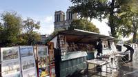 Environ 230 bouquinistes sont présents sur les quais de Seine, à Paris.