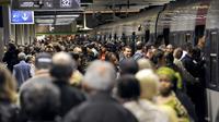Des usagers de la RATP à la Gare du Nord, lors d'une grève, le 21 juin 2011.